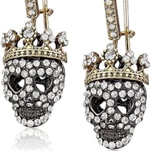 New in Box Betsey Johnson Dark Shadows Skull Earrings
